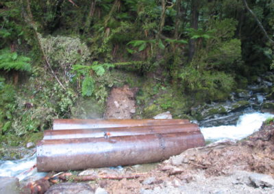 2006.07.11. Teporary culverts at White Knight_4